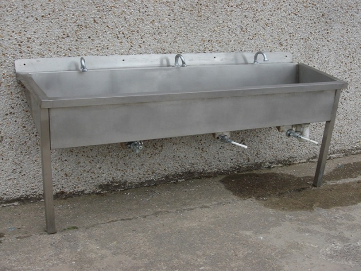Sink - 3 person, knee operated valves fitted