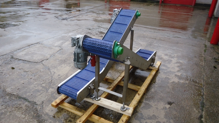 Conveyors - flighted, uplift form VFFS bagging lines.
