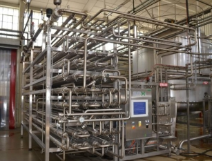 Aseptic filling line with SPX Homogeniser, SPX Steriliser, Aseptic Tank, Bosch Filler, Heuft Squeezer QA Leak Detection - only used for 10,000 hours!